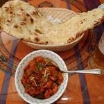 ムガルパレス - チキンチリ、ガーリックナン