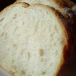 1282207 - 中はしっとり、外はパリっと。ハードパン。