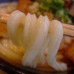 牧のうどん - 出汁をタップリ吸ってぬめっとなった太麺が美味しさの秘密。