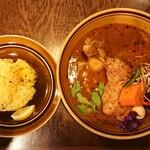 スープカレー トレジャー - 定番煮込み煮込みチキンレッグ ¥1150*オリジナルスープ*辛さ5*riceS