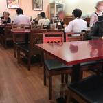 純中国伝統料理四川料理 芊品香 - まだ空席のある店内 (12時前)