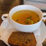 ミーフバー - セットのコンソメスープと黒糖パン