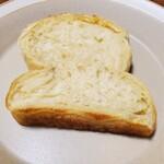 128220177 - やわらかい食パン