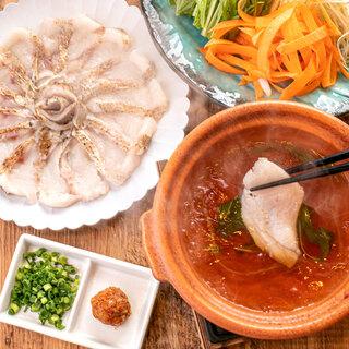 """高級魚""""のどくろ""""の逸品や、""""海鮮×肉""""の創作料理が自慢!"""