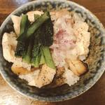 128222021 - チャーシュー丼(250円)