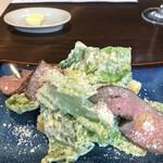 KANAME - スペシャルランチコース3900円。KANAME特製ローストビーフのシーザーサラダ。ドレッシングとチーズが、一枚一枚の野菜にしっかり絡んだ、とても美味しいサラダです(╹◡╹)