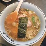 支那そば めでた屋 - ワンタン麺950円