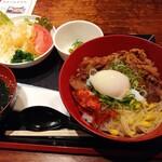 京ホルモン蔵 - 特選和牛のカルビ焼肉丼定食 880円(税抜)