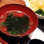 京ホルモン蔵 - わかめスープ。