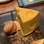 Cheese Bistro Booze UP - 写真では伝わらないけど、これ初め見た時発泡スチロールの置物かと思った!かわいい!