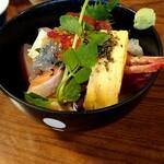 魚 - 料理写真:ランチ  日替海鮮丼  1,280円税別