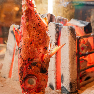 新鮮な海鮮を炉端焼きで!