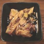 もつ鍋 永楽 - サービスの付き出し:筍と茸のあんかけ