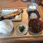 神田魚金 - 美味しそうに盛られた定食