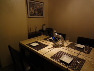アットイーズ - 個室。ハイクラスな雰囲気でとても落ち着ける感じでした。