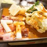 串かつ風土 - ホルモン鉄板鍋