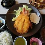 たんぽぽ - 料理写真:海老フライ定食。1,360円