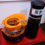 da-fu-shu- - 味変は卓上の特製ラー油と黒酢で。