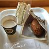 パンの家・あらもーど - 料理写真:カレーパン220円、ロースハム&チーズ・たまごサラダサンド308円、カフェオレ100円