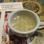 カトマンドゥ - スープ、見た目に似合わず辛いです。