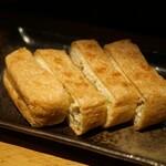 囲炉裏料理と日本酒スローフード 方舟 - 栃尾のあぶらげ神楽南蛮味噌添え