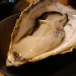 囲炉裏料理と日本酒スローフード 方舟 - 牡蠣の囲炉裏焼き