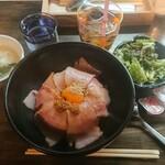 黒毛和牛とホルモン まもる - トロベーコン丼¥1000-