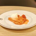 フライヤーズテーブル - 苺のクレ-プシュゼット@熱々ひたひたのクレープに冷たい生クリーム♪