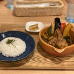 土鍋スープカレー 近江屋清右衛門 - 京赤地鶏の手羽元スープカレー 1,500円