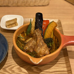 Cray pod soup curry Ohmiya Seiuemon - 京赤地鶏の手羽元スープカレー 1,500円