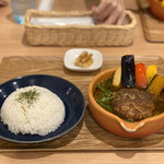 Cray pod soup curry Ohmiya Seiuemon - 京都ポーク100%ハンバーグのスープカレー 1,550円