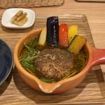 土鍋スープカレー 近江屋清右衛門 - 京都ポーク100%ハンバーグのスープカレー 1,550円