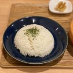 土鍋スープカレー 近江屋清右衛門 - 京都ポーク100%ハンバーグのスープカレー 1,550円  (ライス 中 200g)
