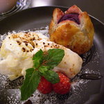 cafe croix - 紫芋のホットパイとバニラアイス