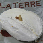 12830466 - パリのパン屋風大きな焼きメレンゲ