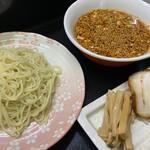 みらい - ピリ辛味噌つけ麺 こちらランチ限定です。濃厚な味噌と酸味・辛みを加えたスープが麺とよく合います。
