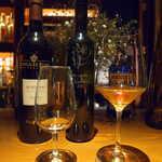 アルジャーノン シンフォニア - 左:オロロソ「ゴンザレス・ビアス・アルフォンソ」。フィノに比べるとやや甘みが強いが、十分辛口の部類に入る