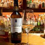 アルジャーノン シンフォニア - マンサニーリャ「デリシオサ」。海の近くで醸され、ほんのり林檎・カモミールのニュアンスを持つ