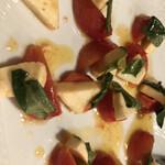 ピッツェリア トラットリア ニッターナ - フルーツトマトのカプレーゼ