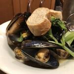 ピッツェリア トラットリア ニッターナ - ムール貝とアサリの白ワイン蒸し