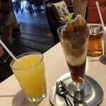 やまねこカフェ - 尾道甘夏みかんソーダ尾道 いちじくと紅茶のやまねこパフェ 訪問時期は10月中旬