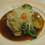 香港GARDEN - 桜鯛の蒸し物とフリット 鯛のアラ出汁コラーゲンソース