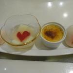 香港GARDEN - カスタード餡の桃まんじゅう、ココナッツブリュレ、豆乳入りヘルシー杏仁豆腐、桃のアイスクリーム