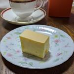クリオロ - 10分間に、2000本売れた『幻のチーズケーキ』 1400円