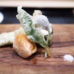 津の守坂 小柴 - ビワマスと筍 片栗の花 蝦蛄 フルーツトマト