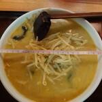 龍門 - 料理写真:味噌ラーメン830円 丼の直径21cm