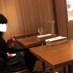 アマルフィイ・モデルナ - 個室になる2人テーブル4つのエリア