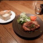 Meat&Wine BEYOND - 極厚ジンジャーポーク200g 自家製フォカッチャ付き