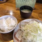 とんかつ 竹亭 - ご飯とキャベツをお代わりしちゃいました。