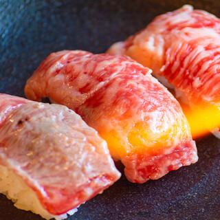 ほぼ全品380円以下!【国産】炙り牛寿司は一貫280円♪♪